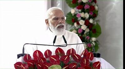 कुशीनगर महापरिनिर्वाण मंदिर में प्रधानमंत्री बोले, बुद्ध आज भी भारत के संविधान की प्रेरणा