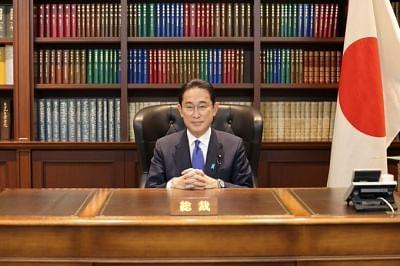 नए प्रधानमंत्री के रूप में सुगा की जगह लेंगे फुमियो किशिदा (लीड-1)