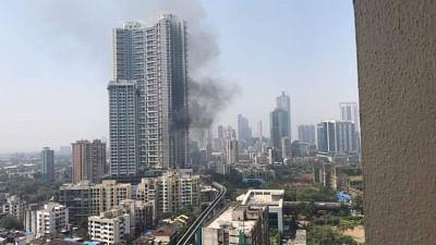 मुंबई की 61 मंजिला इमारत में आग लगने से फैली दहशत