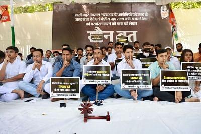 लखीमपुर खीरी हिंसा: भारतीय युवा कांग्रेस ने गृह राज्यमंत्री की बर्खास्तगी के लिए रखा मौन व्रत, जताया विरोध