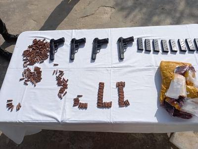 बीएसएफ ने जम्मू में भारत-पाक सीमा के पास हथियार बरामद किए