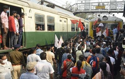 रेल रोको आंदोलन : यूपी के मोदीनगर रेलवे स्टेशन पर किसानों का प्रदर्शन समाप्त (लीड-1)