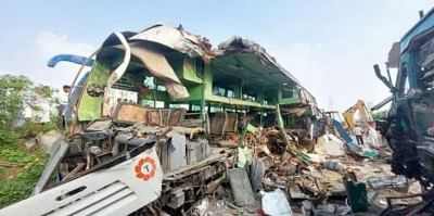 यूपी में बड़ा सड़क हादसा : ट्रक-बस की टक्कर में 13 लोगों की मौत, 30 से अधिक घायल