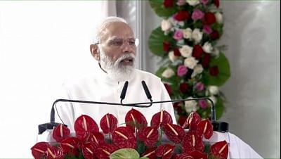 प्रधानमंत्री ने दी कुशीनगर को अंतरराष्ट्रीय हवाई अड्डे की सौगात: कहा, बौद्ध समाज की श्रद्धा को अर्पित पुष्पांजलि