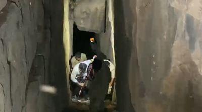 सेल्फी लेने वाले एक शख्स ने कर्नाटक  के गोकक वॉटरफॉल में 140 फीट की उंचाई से छलांग लगाई