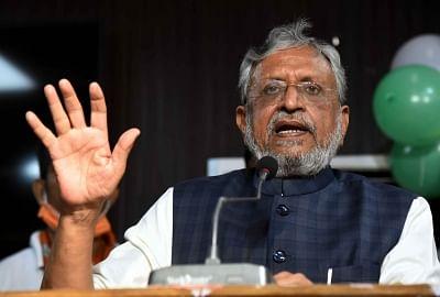 संसदीय समितियों का पुनर्गठन : सुशील मोदी कार्मिक व कानून समिति के प्रमुख, थरूर का ओहदा बरकरार