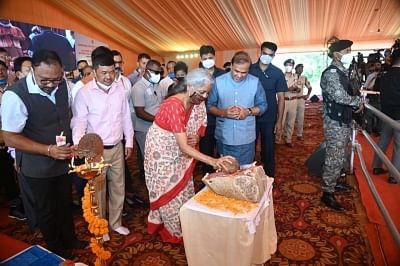 सीतारमण ने असम में एडीबी सहायता प्राप्त परियोजनाओं की नींव रखी