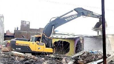 रतलाम में अवैध तरीके से बनीं 106 दुकानें ढहाई गईं