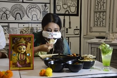 दुर्गा पूजा के दौरान बदले हुए खाने ने कोलकाता के भोजनालयों को जल्दी बंद करने के लिए मजबूर किया