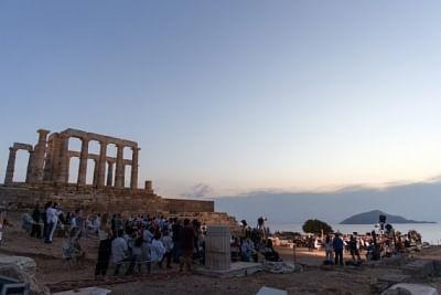 ग्रीस सरकार ने प्रतिबंधों में ढील दी, लोगों से अधिक टीकाकरण का किया आग्रह