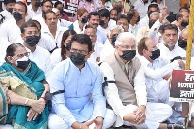 दिल्ली प्रदेश कांग्रेस का उपराज्यपाल निवास पर मौन व्रत, लखीमपुर हिंसा मामले में आरोपियों की गिरफ्तारी की मांग