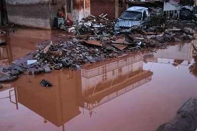मूसलाधार बारिश की चपेट में आया ग्रीस, दर्जनों लोगों को सुरक्षित निकाला गया