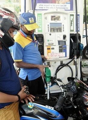 वैश्विक तेल कीमतों में उछाल, पेट्रोल, डीजल की कीमते फिर बढ़ी