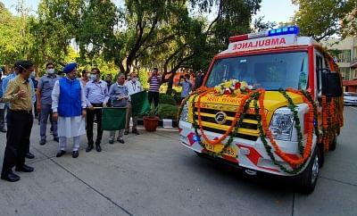 दिल्ली के दो अस्पतालों को मिली 5 हाईटेक एंबुलेंस
