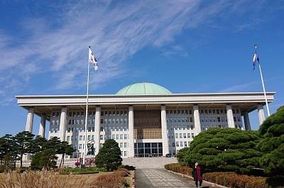 साउथ कोरिया की नेशनल असेंबली में बम की अफवाह फैलाने वाला व्यक्ति पकड़ा गया