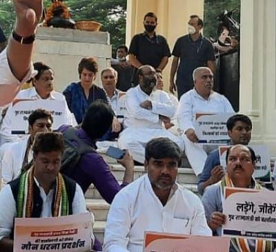 अजय मिश्रा को बर्खास्त करने की मांग को लेकर प्रियंका ने लखनऊ में की मौन व्रत की अगुवाई