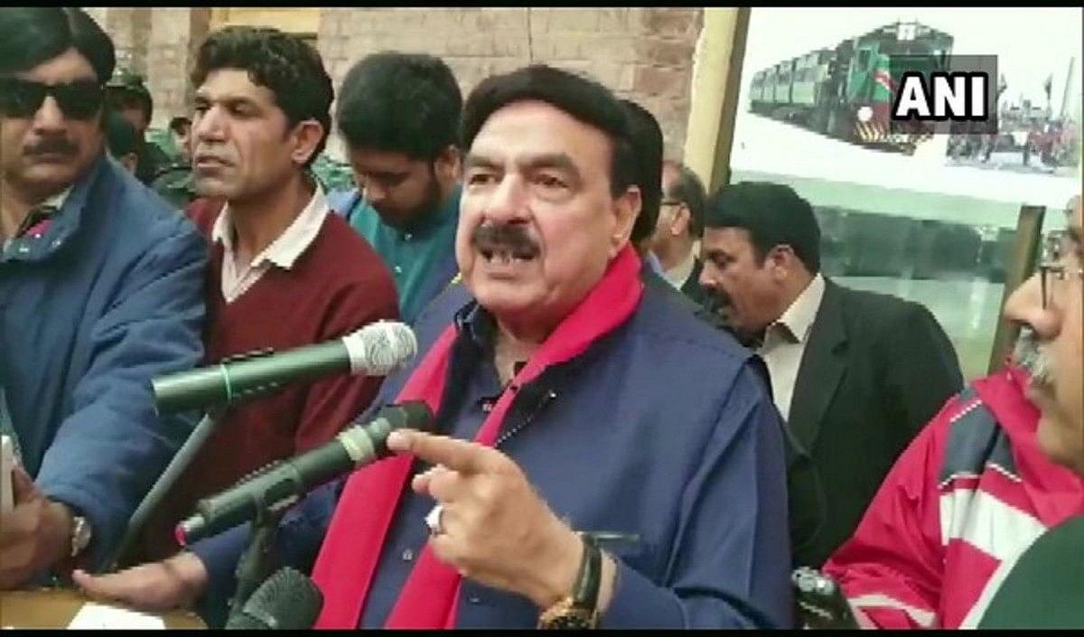 पाकिस्तान की जीत पर गृहमंत्री शेख रशीद का बेतुका बयान, कहा- टीम के साथ शामिल थे भारत के मुसलमानों के जज्बात