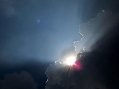 दिल्ली में सुबह आंशिक रूप से बादल छाए, बूंदाबांदी की संभावना