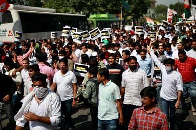 लखिमपुर हिंसा: गृह राज्यमंत्री की बर्खास्तगी को लेकर भारतीय युवा कांग्रेस का गृहमंत्री शाह के घर के बाहर विरोध प्रदर्शन