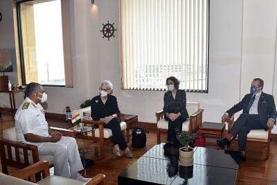अमेरिकी उप विदेश मंत्री शेरमन ने मुंबई में नौसेना मुख्यालय का दौरा किया