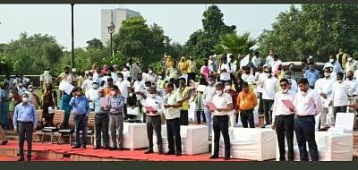 गांधी जयंती पर एनडीएमसी के 30 सफाई मित्र सम्मानित, हरदीप पुरी बोले : इनके समर्पण के बिना शहरी स्वच्छता की यात्रा संभव नहीं