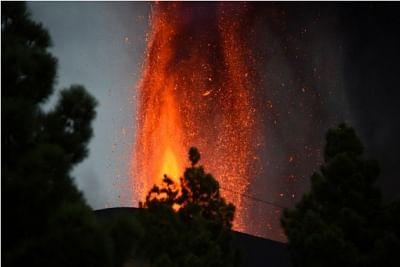 ज्वालामुखी विस्फोट के बीच स्पेन के द्वीप में 36 भूकंप के झटके लगे