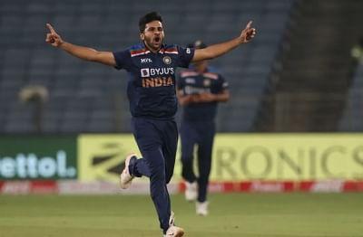 टी20 विश्व कप : भारतीय टीम में अक्षर की जगह शार्दुल शामिल