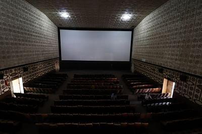 थिएटर कलाकार धन, दर्शकों की कमी के कारण दिल्ली के उपनगरों, छोटे शहरों में हो रहे स्थानांतरित