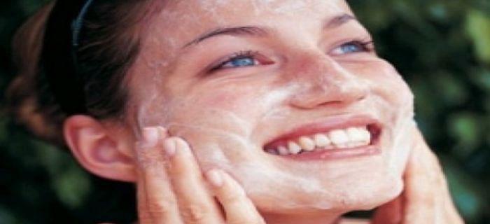 5 मिनट में होममेड स्क्रब से करें चेहरे को साफ