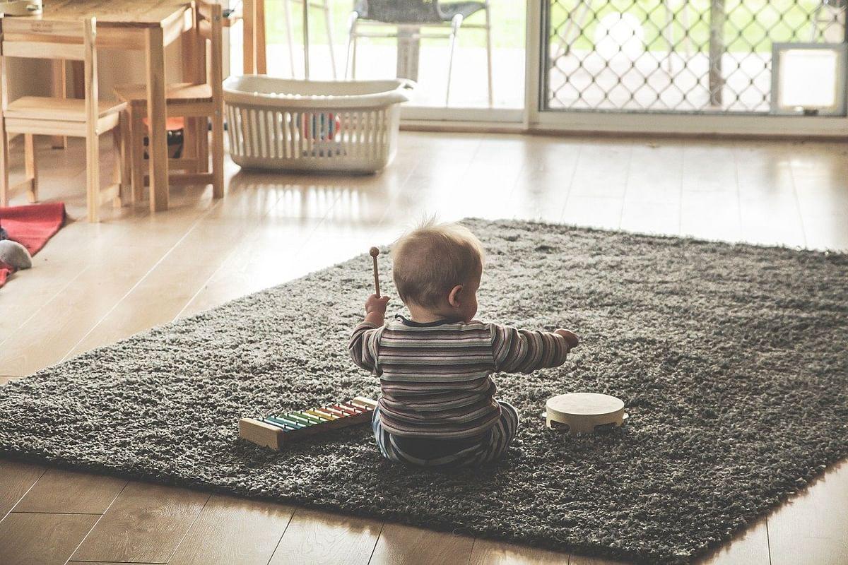 ऐसे रखें बच्चे को घर में सुरक्षित - Aise Rakhein Bachche Ko Ghar Me Surakshit