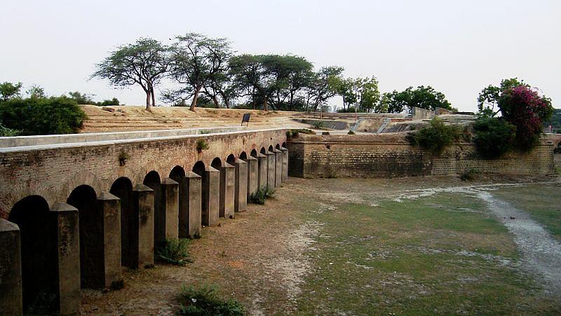 अलीगढ़ किला के बारे में जानकारी - Aligarh Fort in Hindi