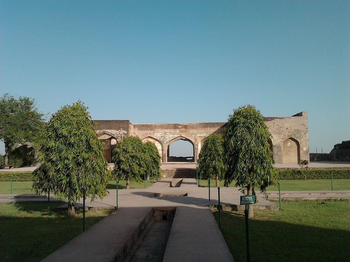 बादशाही किला के बारे में जानकारी - Badshahi Qila in Hindi