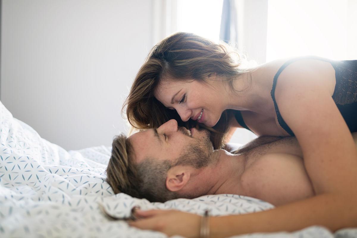 चरमसुख पाने के लिए पॉजिशन - Best Sex Positions For Orgasm in Hindi