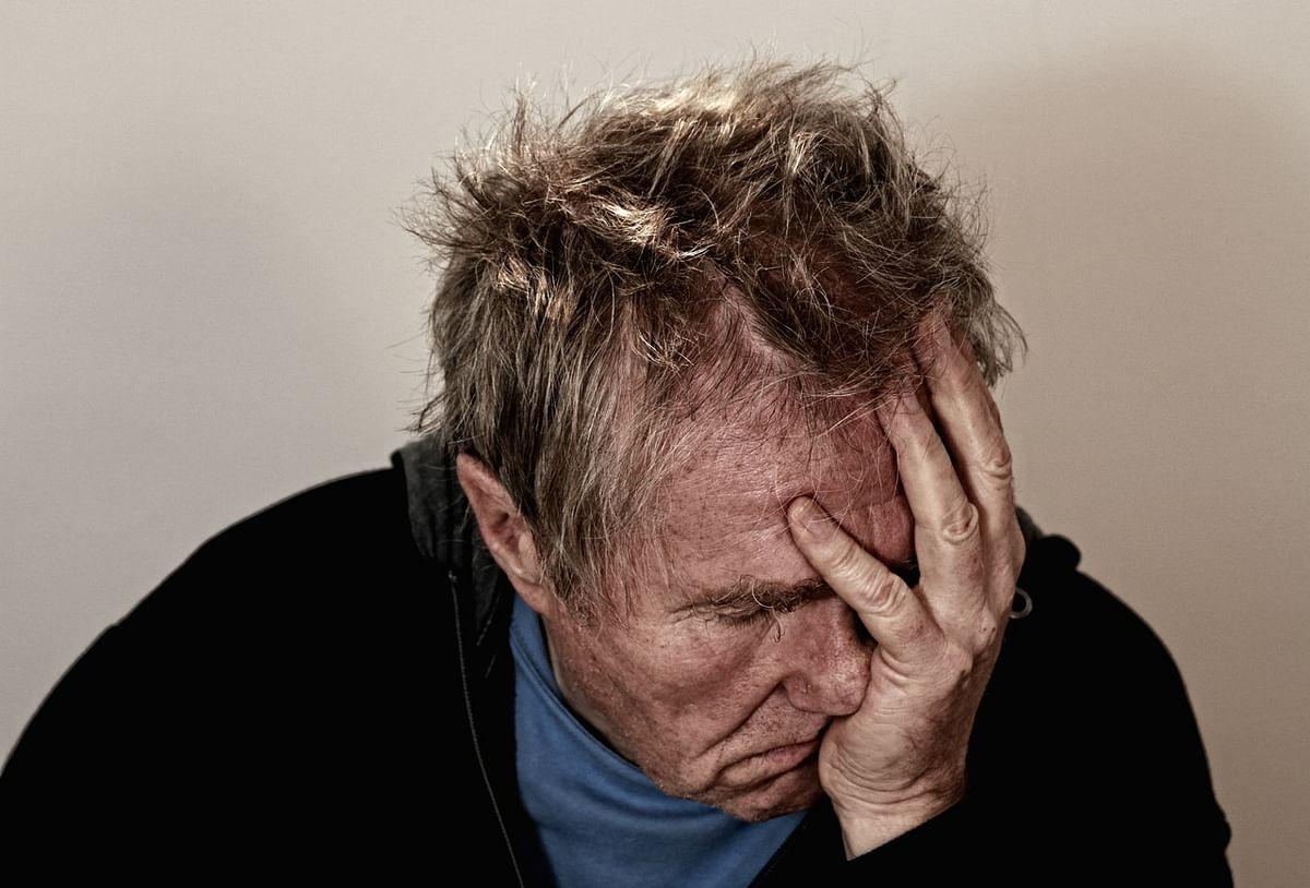 बुढ़ापे में डिप्रेशन कितना है जानलेवा - How much depression is severe for elder age people in Hindi