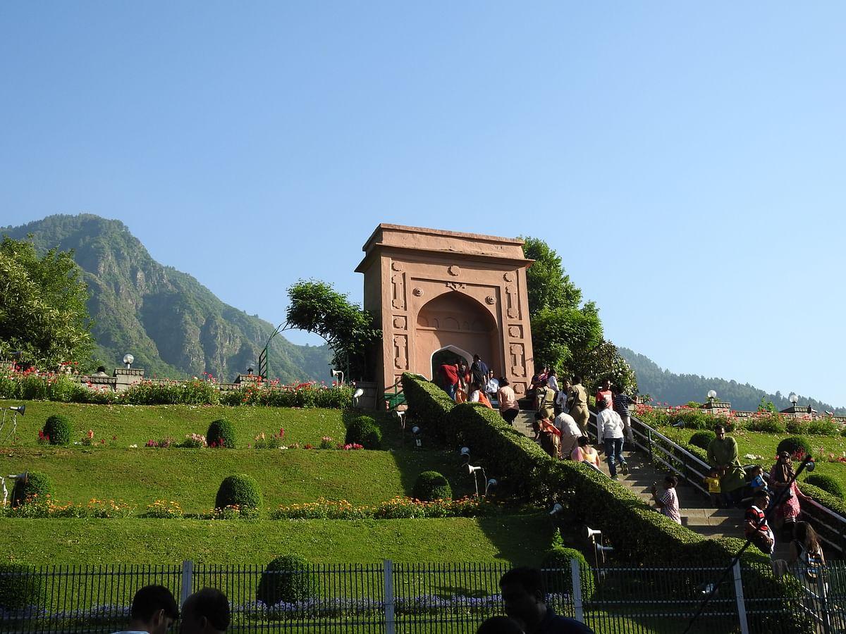 चश्मे शाही के बारे में जानकारी - Chashme Shahi Srinagar in Hindi