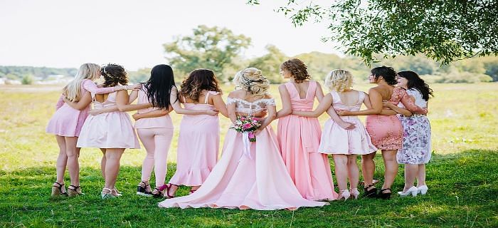 दुल्हन की सहेलियां ऐसे करें सुंदर तरीके से ड्रेस कोर्डिनेट
