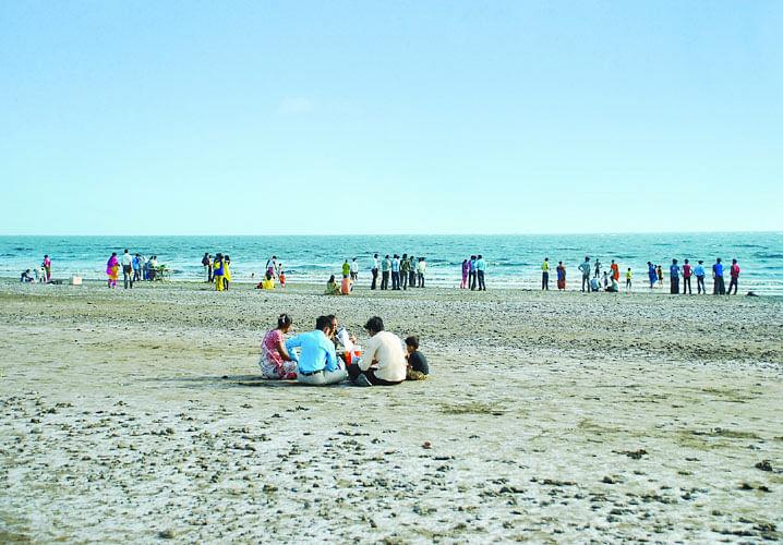 डुमस बीच के बारे में जानकारी - Dumas Beach in Hindi
