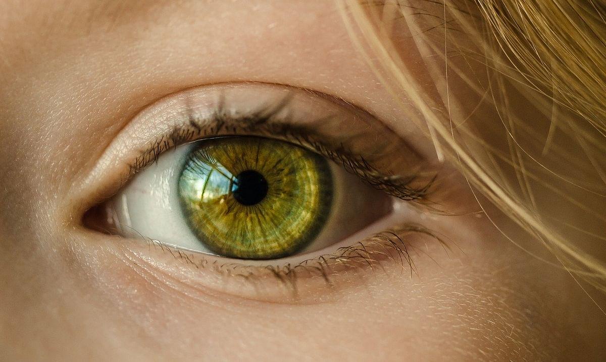 क्या करें अगर होली का रंग आंख में चला जाए - Eye Care tips in holi in Hindi