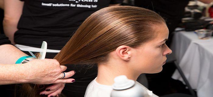 गर्मी में बालों को इन सरल तरीकों से बचाएं