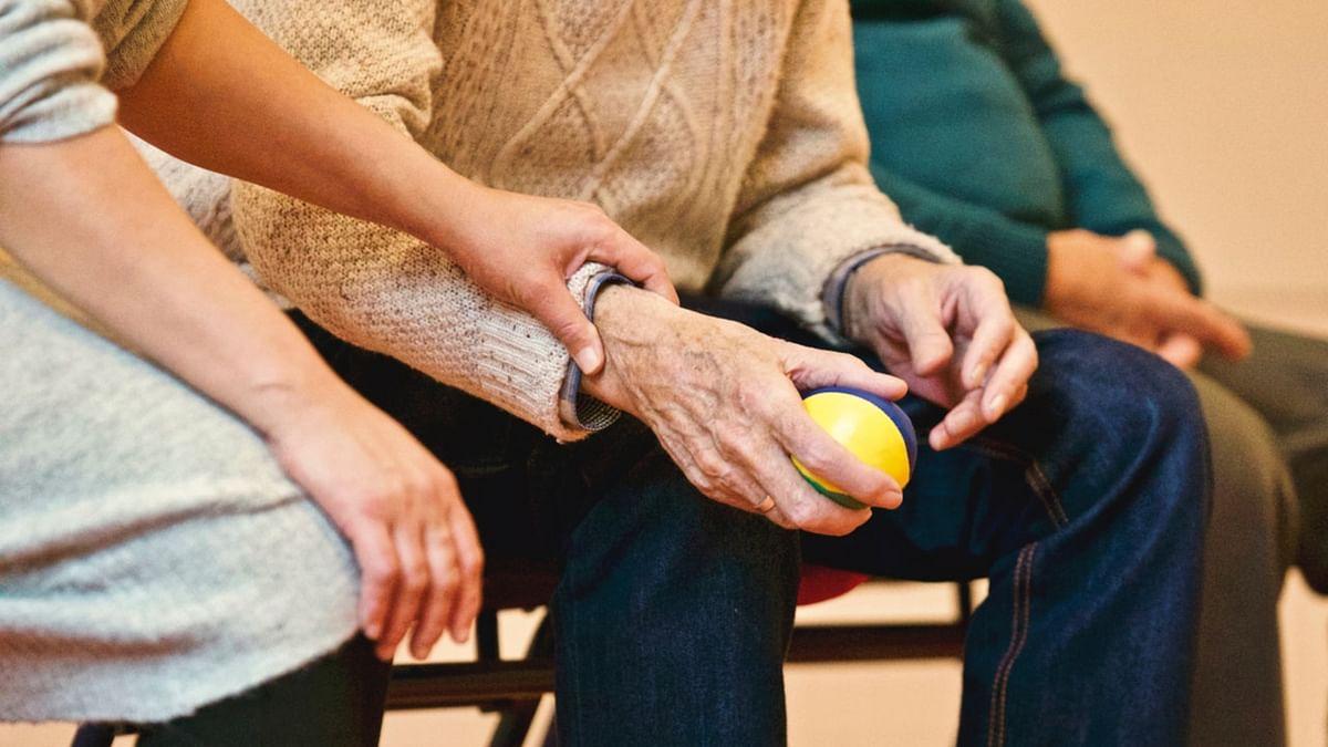 घर पर बुजुर्गों की देखभाल के टिप्स - Elder home care tips in Hindi
