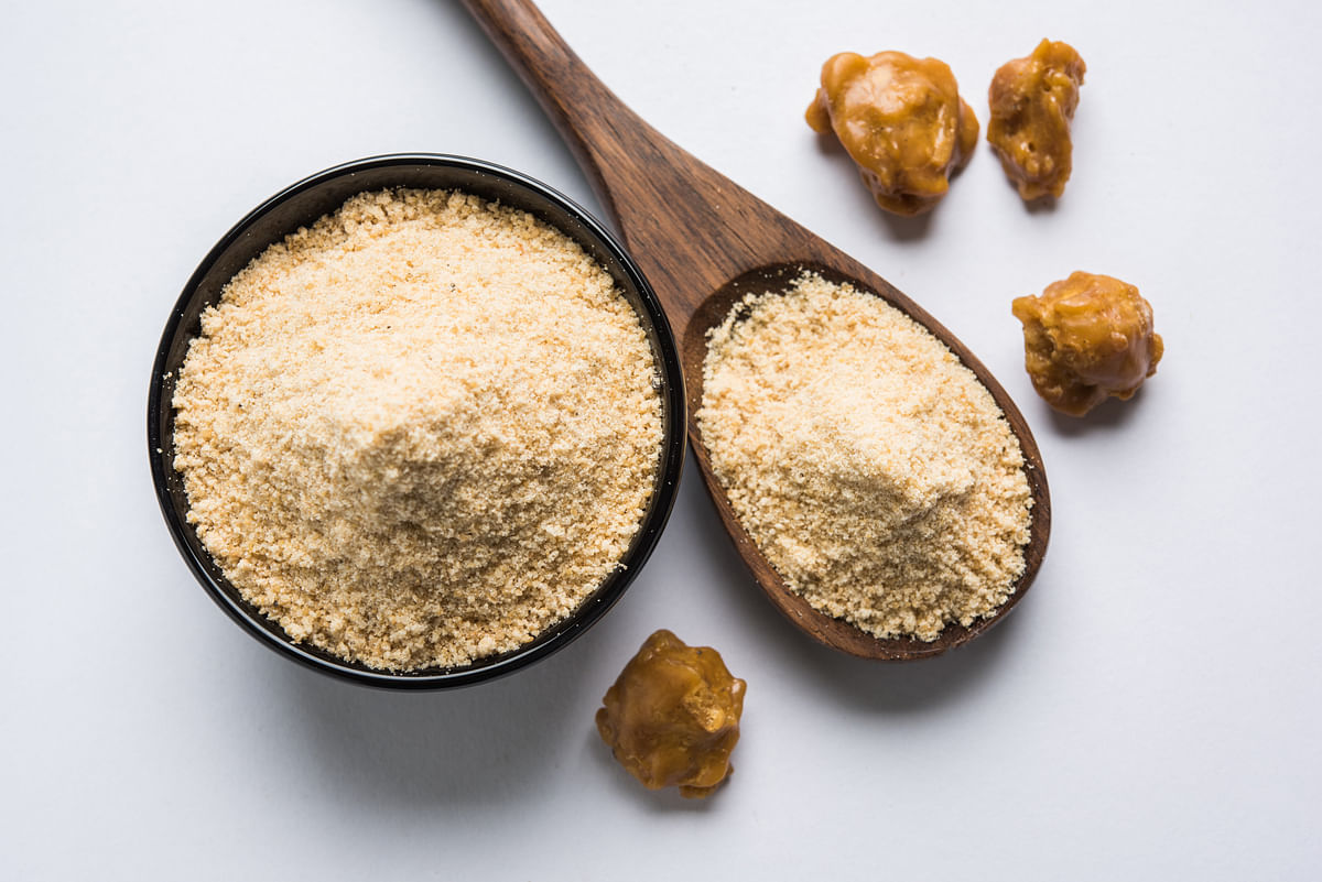 हींग के फायदे और नुकसान - Asafoetida (Heeng) Benefits and Side Effects in Hindi