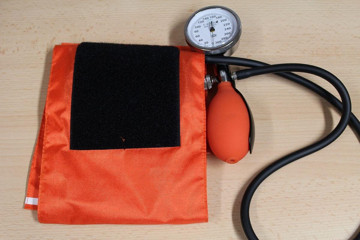 प्राकृतिक तरीके से हाई ब्लड प्रेशर को कैसे नियंत्रित करें - Tips to Control High Blood Pressure Naturally in Hindi