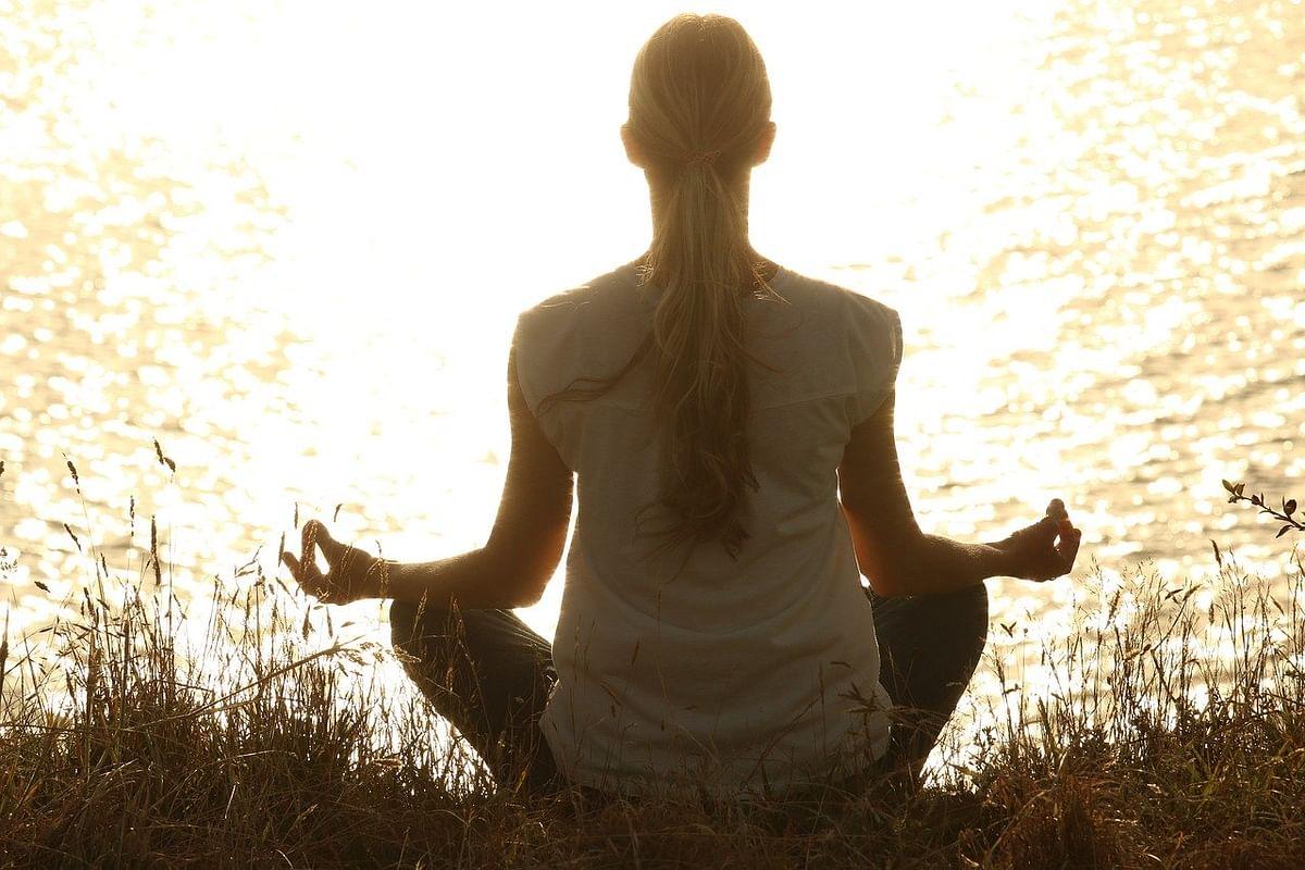 कपालभाती प्राणायाम करने का तरीका और फायदे - Kapalbhati Pranayam steps and benefits in Hindi