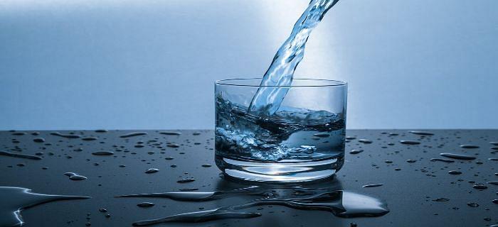 सुबह उठकर रोज़ पानी पीने के क्या फायदे होते हैं?