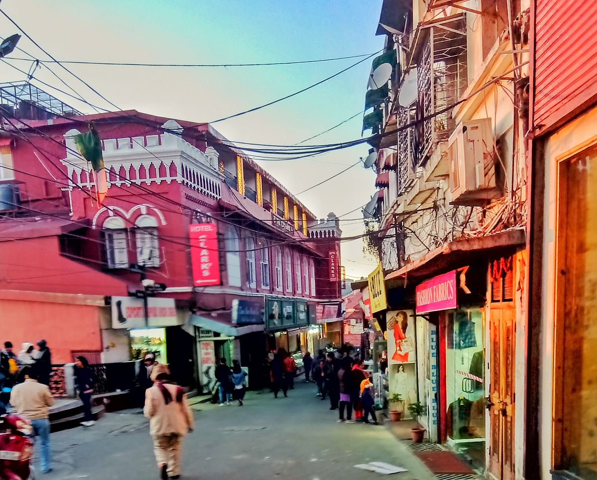 द माल के बारे में जानकारी - The Mall in Hindi
