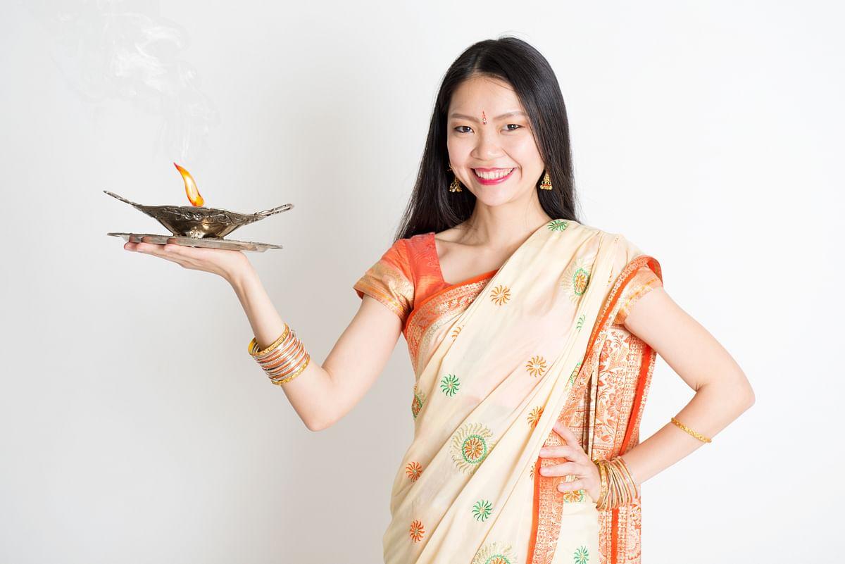 साड़ी में कैसे दिखें स्लिम - How to look slim in saree in Hindi