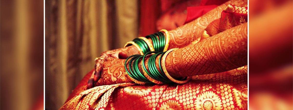 चूड़ी का हरा रंग वैवाहिक जीवन में खुशहाली का प्रतीक माना जाता है।
