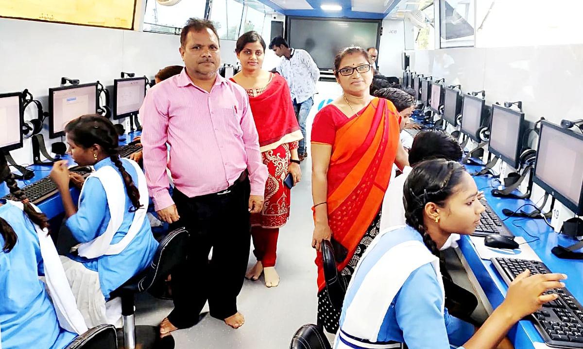 छिंदवाड़ा: गावों में बच्चों को जागरुक करने पहुंची कम्प्यूटर लैब बस
