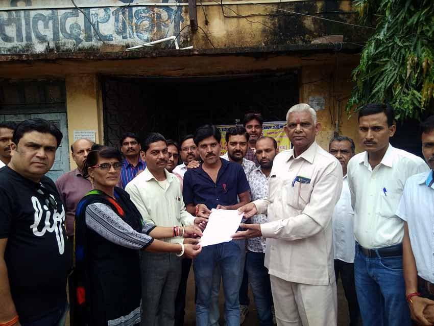 शिवपुरी जिले के अनुविभागों में सौंपे गए ज्ञापन