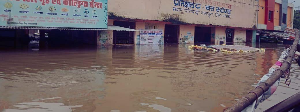 जावरा में 6 इंच बारिश! बचाव दल ने घरों में फंसे लोगों को बचाया